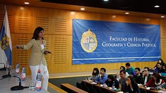 Seminario abordó la crisis ambiental desde la historia, la geografía y la ciencia política