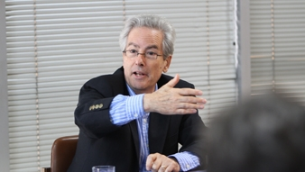 Profesor Arturo Valenzuela en el ICP