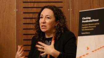 Profesora Valeria Palanza presenta su libro que aborda la legislación por decreto en las democracias de la región